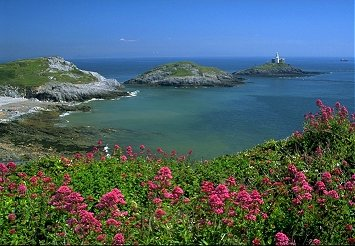 """Mumbles Lighthouse located on """"Mumbles Head"""" - the outer island"""